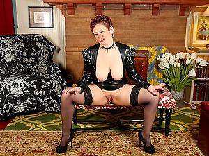 Kinky redhead mature amateur MILF Scarlett O Ryan stretches her pussy