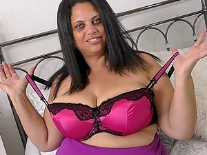 Mature buxom BBW british MILF Queen Rachel strips and masturbates