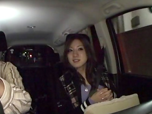Naughty Akitsuki Reina getting fingered in the backseat