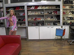 Naughty babes Daniella Margot and Jessica Lincoln share a huge cumshot
