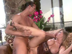 Busty blonde MILF babe Devon Lee gets a hardcore pussy fuck in a car