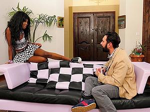 Ebony bimbo Daizy Cooper gets a huge juicy cumshot in her mouth