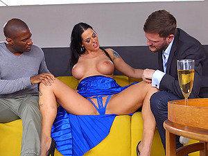 Simony Diamond gets filled with cum in an interracial MMF threesome