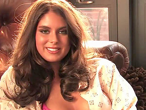 Tierra Lee the stunning brown-haired chick shows her hot figure