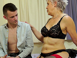 Short haired mature granny Lady Sextasy gives an amazing blowjob