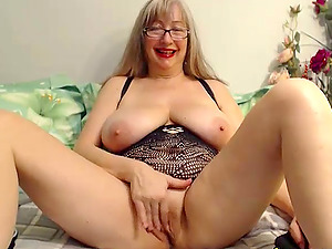 Hot granny is not to old to masturbate, she is having fun while doing it