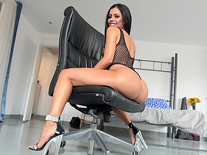 Curvy Latina bombshell Canela Skin swallows cum in fishnets
