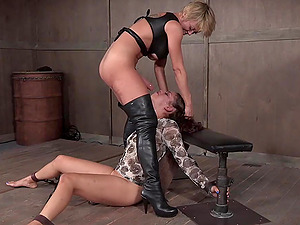 Kinky mistress with a strap on Dee Williams abuses slave Ziggy Star
