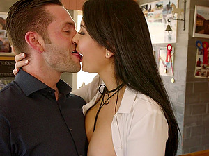 Brunette in tight jeans Mariskax fucked hard by two studs