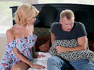 Pretty face of mature blonde Joslyn James sprayed with cum