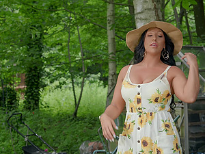 Chubby mature brunette Candi Kayne gets cum on face outdoors