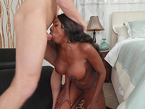 Ebony MILF whore Diamond Jackson takes cum on face after the game