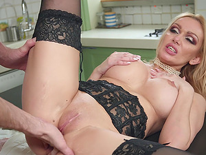 MILF busty whore Amber Jayne gets sprayed with cum on face