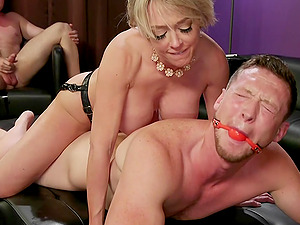 MILF whore Dee Williams hardcore fucked in a MMF threesome