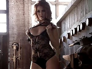 Horny Leanna Decker poses naked in abandoned factory