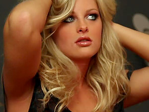 Aryka Lynne the stunning blonde makes hot solo display