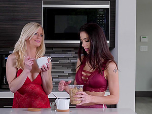 Cute fit lesbian couple Eva Long and Carolina Sweets pussy licking