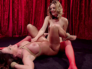 After fingering and licking horny Christina Carter wants to reach orgasm