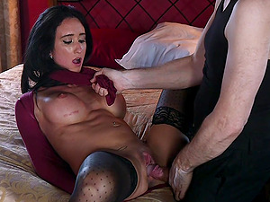 Virginia Tunnels gets her juicy pussy pleased by dude's strong cock