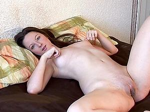 Honey Masturbates Her Huge Pussy Lips to Pulsin