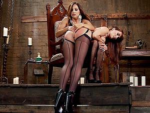 It's impressive how Francesca Le knows everything about lesbian BDSM