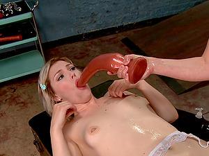 Natural looking girls Casey Calvert and Ella Nova having sex