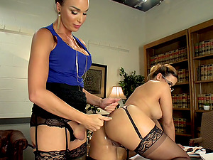 Pretty ladyboy Jonelle Brooks adores to fuck horny Penny Barber