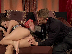 Gracie Glam likes to ride a thick cock more than anything