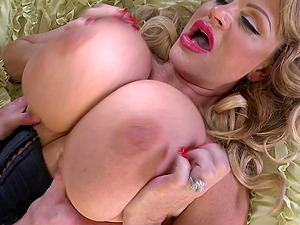massive tits mature Kelly Madison gives the best blowjob before hard sex