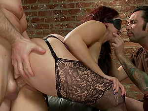 Double penetration can satisfy sexual desires of horny Sheena Ryder
