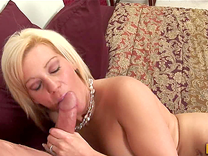 Huge-titted Blonde Mummy Jersey James Jiggles and Wiggles When She's Fucked