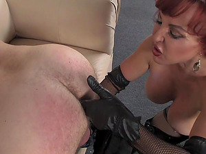 Sexy Vanessa gets her old pussy fucked nice and deep before orgasm