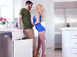 hot blonde Aaliyah Love spreads her long legs for friend's penis