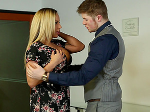 After pussy licking Olivia Austin wants to reach orgasm with horny dude