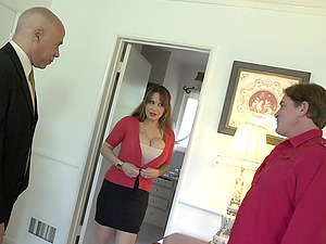 Busty mature Alyssa Lynn is the real master of fuck and a blowjob