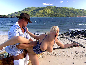 Outside sex at the beach is amazing adventure for Tarra White