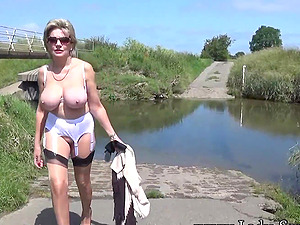 Lady Sonia plays with her pussy outdoors