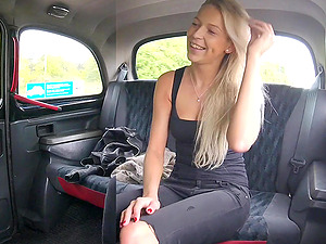 Taxi driver spreads legs of Karol Lilien for his big penis in the car
