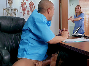 Sexy Lela Star gets her wet pussy fucked in her doctor's office