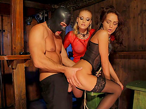 Kathia Nobili and Sophie Lynx share some kinky dude's butt