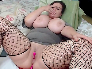 Hot bbw girl with big butt loves her lush toy on webcam