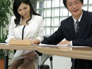 Uncensored japanese porn: hot lady Miyuki Ojima got fingered in the office