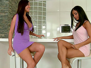 Two brilliant brown-haired stunners finger fuck their twats