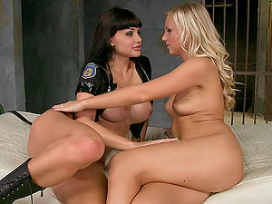 Aletta Ocean and Barbie Milky please each other with cuni