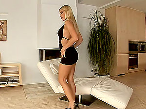 Adriana Malkova loves fingerblasting her labia in the living room