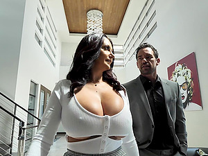 Massive tits Ava Addams gets her pussy pounded badly on the bed