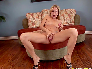 MILF Payton Leigh Has Her Asshole Reamed