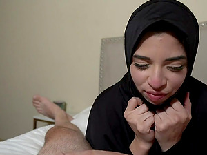Curvy Teen In Hijab Gives Her Boyfriend A Blowjob