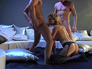 Pornstar Tarra White in stockings gets fucked in threesome