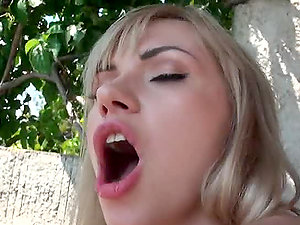 Lake View Fuck Of Hot Blonde in Gonzo Activity With Cum shot
